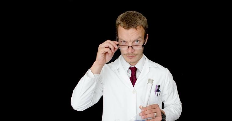 Dolazi jedan čovek kod doktora i govori:   -Doktore!